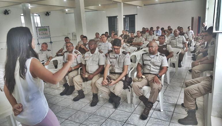 Policiais militares da 43ª CIPM assistem palestra de prevenção à depressão