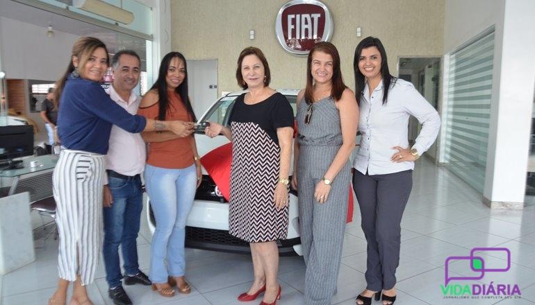 ACE e Ceolin entregam carro à empresa ganhadora do sorteio Destaque Empresarial
