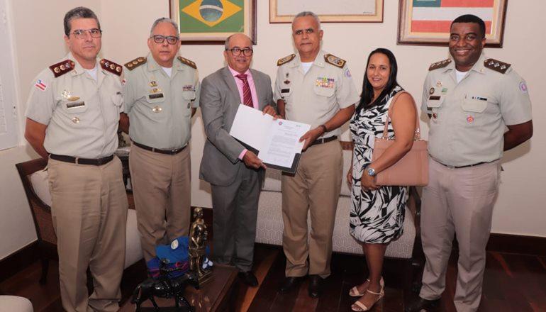 Assinado Termo de Acordo de Cooperação Técnica que viabiliza o sistema de ensino militar em escola do município de Caravelas
