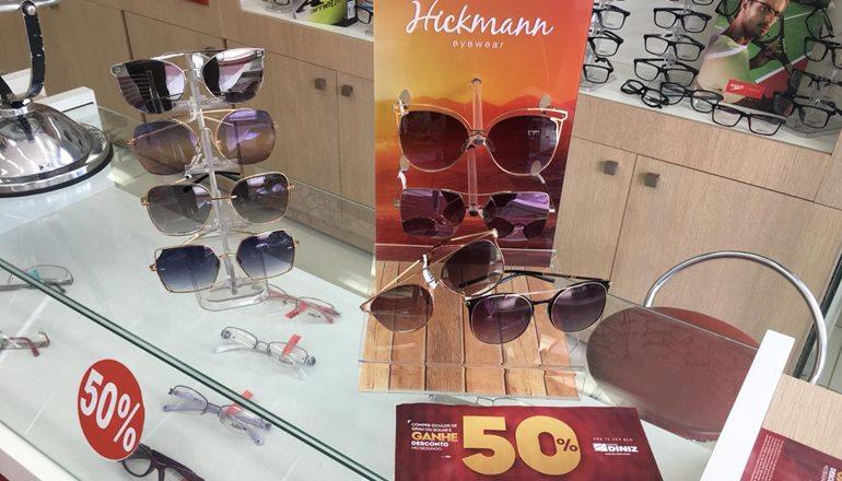 111bb69dc Na compra de um óculos de sol ou de grau, você ganha 50% de desconto no  segundo par. É ou não é fenomenal?