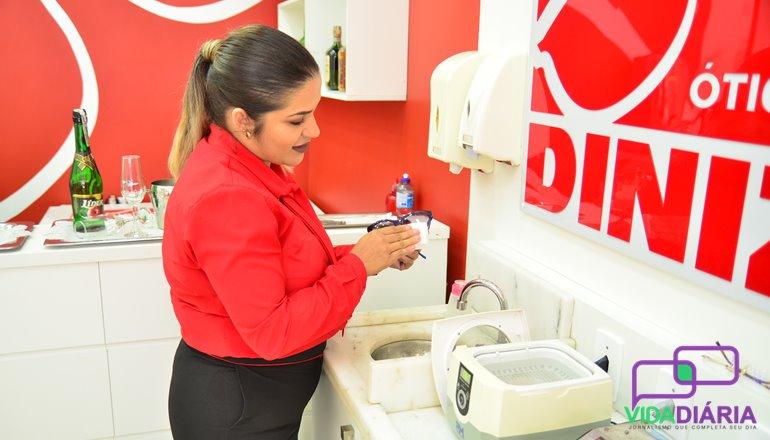 Toda a manutenção do seu óculos, como, por exemplo  limpeza, higienização,  troca das plaquetas, entre outros serviços, é tudo 0800 na Óticas Diniz, ... 7566e160ff