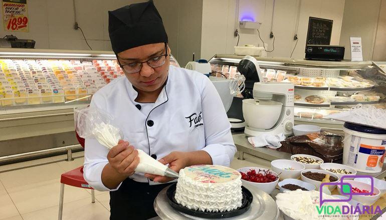 Para comemorar um momento especial, encomende seu bolo no Supermercado Faé