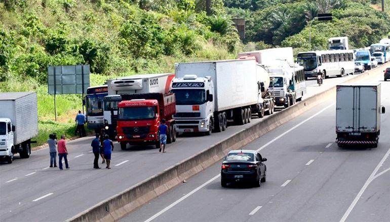 Apesar de acordo, caminhoneiros se mantêm mobilizados nas rodovias baianas