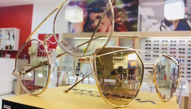 ... Óculos de Sol a partir de R  199,00 à vista ou 10x de R  19,90. Ofertas  válidas exclusivamente para peças expostas nas vitrines, separadas ou dos  ... d986fb74e4