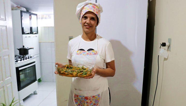 Assista: Aprenda com a chef Fernanda Silva o segredo de preparar a galinha Q'Delícia