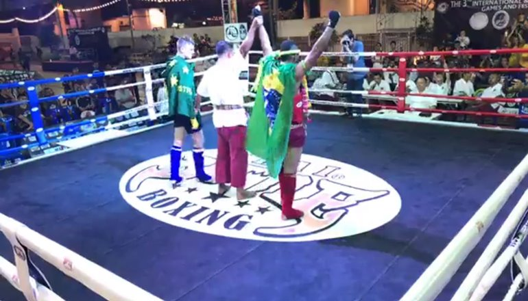 Orgulho de Teixeira: Raul Almeida conquista o título mundial de Muay Thai na Tailândia