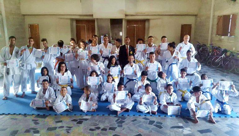 Teixeira sediou a segunda Clínica de Arbitragem de Karatê neste domingo; mais de 40 atletas da ASKATEF participaram