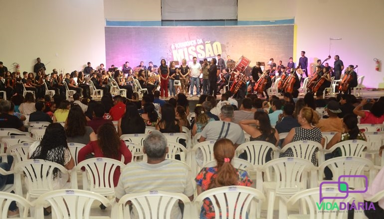 Um verdadeiro espetáculo! Orquestra 9 de Maio comemora 5 anos de história e emociona a todos com lindas apresentações
