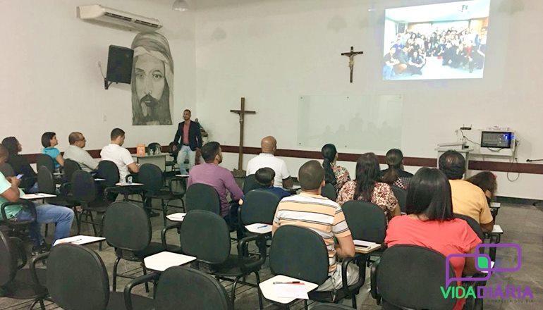 """A palestra beneficente """"O Poder da Ação"""" foi realizada nesta quarta-feira na Capela de Adoração São Pedro, em Teixeira"""