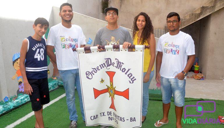 """Ordem Demolay e Maçonaria de Teixeira de Freitas realizam projeto """"Criança Feliz"""" no Centro Educacional Rotary Club"""