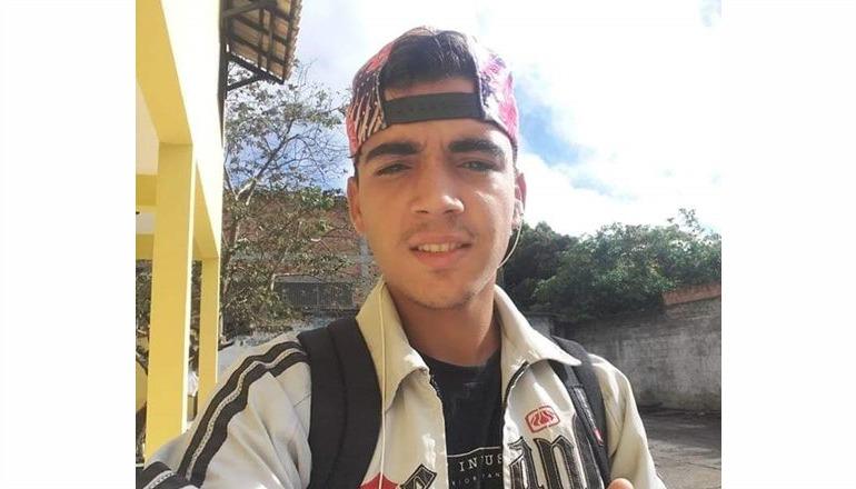 ... Jovem teixeirense, que sofre de transtornos mentais, está há 03 dias  desaparecido  ele 1cb0718cd4
