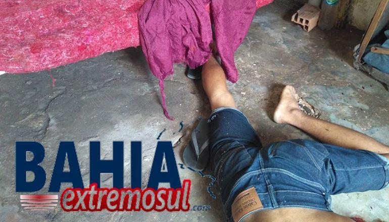 Jovem é executado a tiros no centro de Teixeira