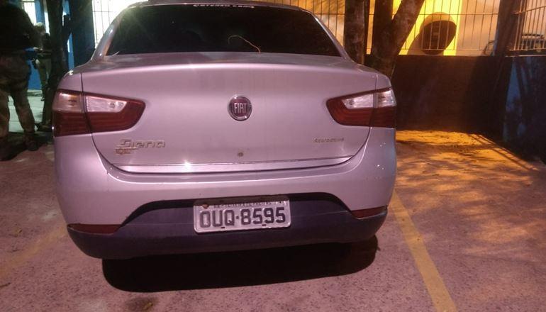 PM recupera veículo roubado em Teixeira de Freitas; estava escondido no eucalipto