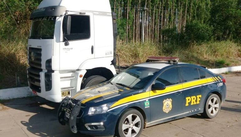 Em menos de 24 horas, veículo de cargas furtado é recuperado pela PRF em Teixeira de Freitas