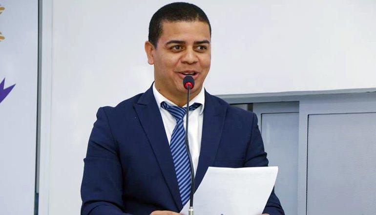 Vereador Adriano Souza propõe Lei que prevê cassação de alvará do posto que vender combustível adulterado em Teixeira de Freitas