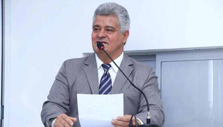 Ronaldo Cordeiro indica a construção de uma Estação de Transbordo Coletivo Urbano Integrado na Avenida ACM