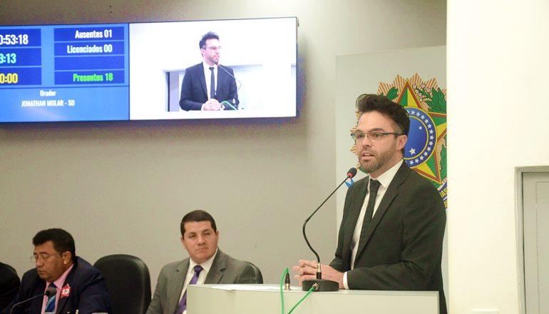 Maestro Orley Silva e a professora Gislaine Romana vão receber Moção de Congratulação das mãos do vereador Jonathan Molar