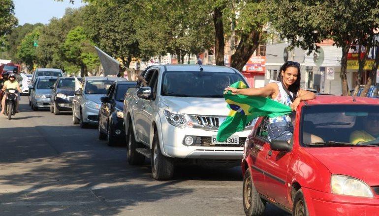 Mega carreata pró-Bolsonaro percorre bairros de Teixeira de Freitas