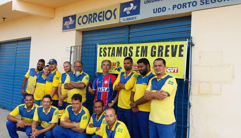 Correios entram em greve por tempo indeterminado em todo o país; trabalhadores foram às ruas de Teixeira