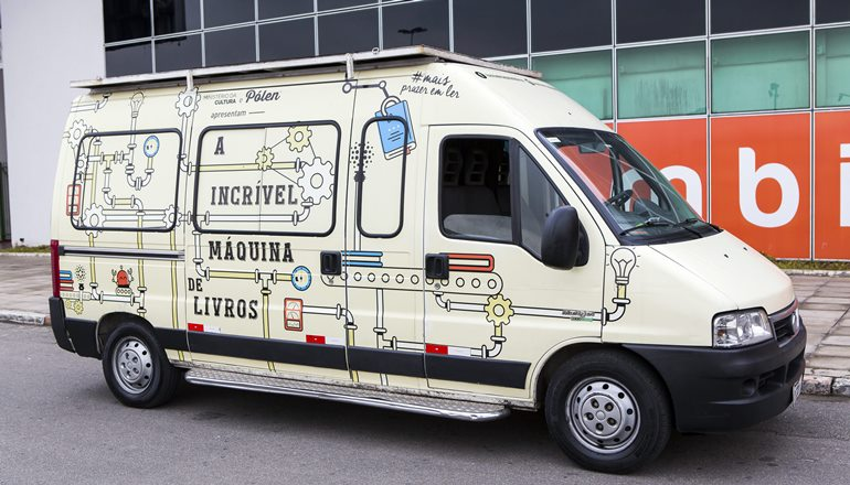 A Incrível Máquina de Livros segue viagem pelo Brasil na Bahia, e em Teixeira