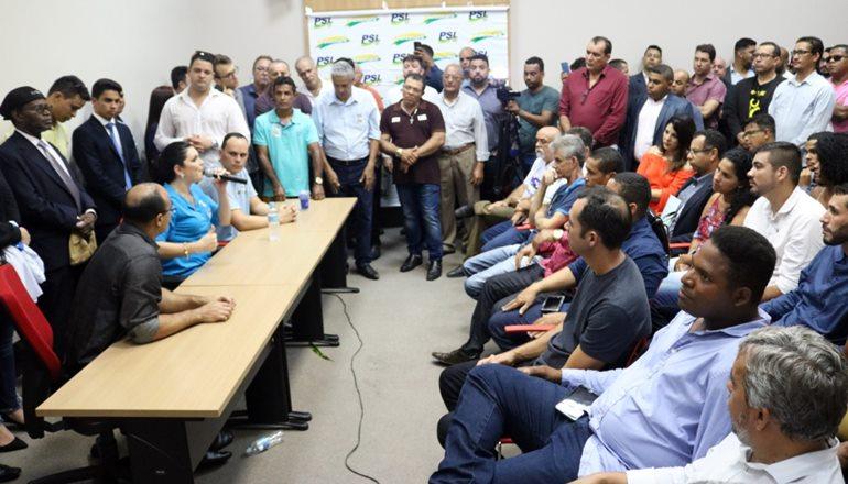 Gonzaga participa de reunião do PSL em Feira de Santana junto de Dayane Pimentel; partido tem interesse de lançar várias candidaturas a prefeito na Bahia