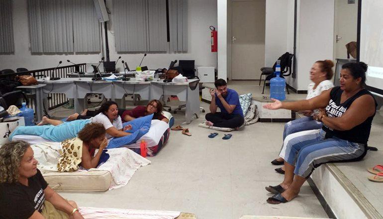 Greve dos professores da rede municipal de Teixeira continua; a classe não recebeu nenhuma notificação de ilegalidade da paralisação