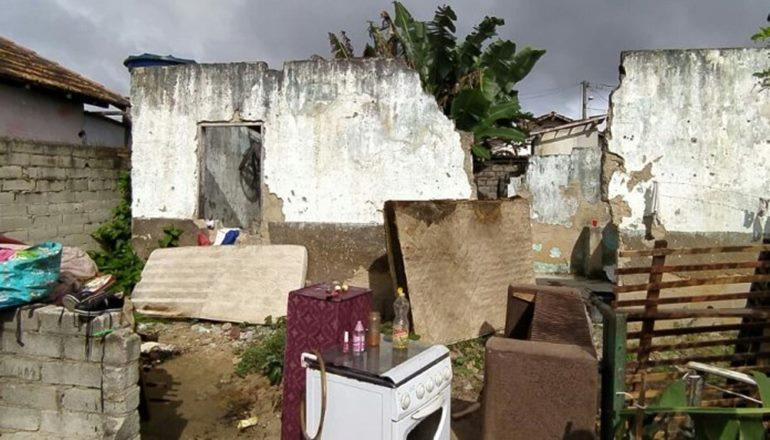 Lajedão: casa pega fogo e família precisa de ajuda