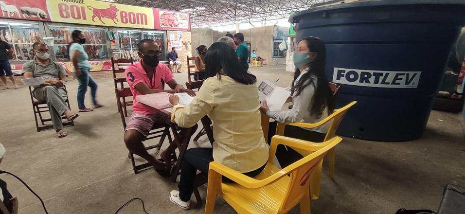Comerciantes da nova área coberta do mercadão passam por recadastramento