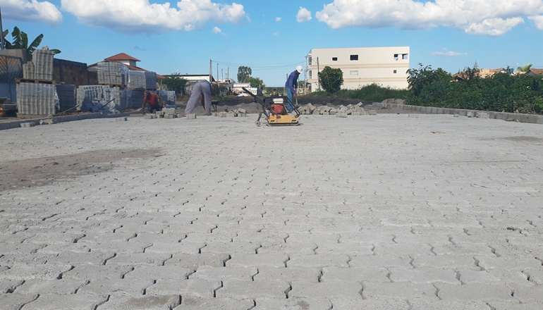 Robertinho está levando obras de pavimentação à Rua Costa Rica em Itabatã