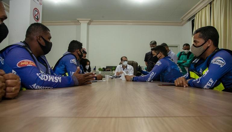 Mototaxistas são ouvidos em reunião com o prefeito Dr. Marcelo Belitardo