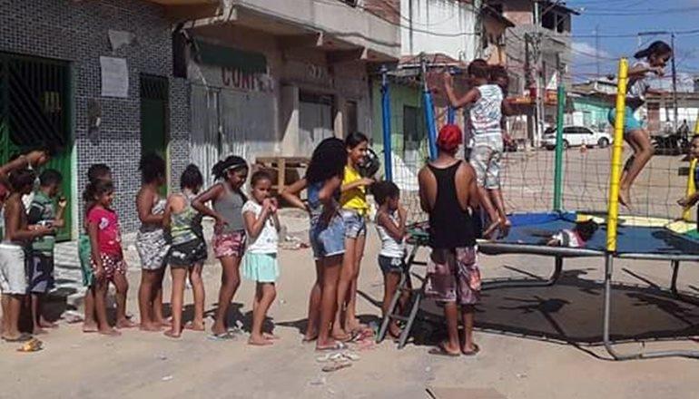 Amigos se unem e promovem a 1ª festa do Dia das Crianças da Rua Almir Brito, no bairro Tancredo Neves; veja