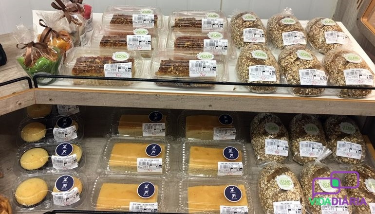 """Vídeo: Diversas novidades """"fresquinhas"""" na padaria do Supermercado Faé; produtos veganos, 0% açúcar e 0% lactose"""