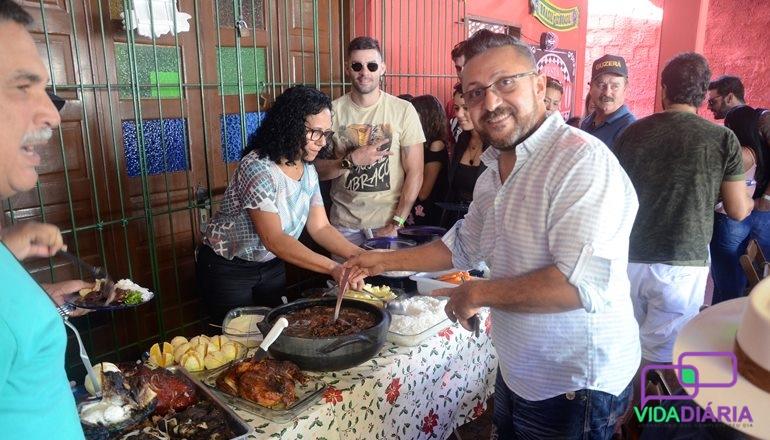 Romário Rocha, do Churrasquinho do Portuga, comemorou mais um ano de vida com uma super festa