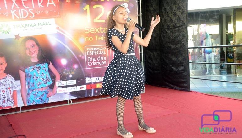 Vencedora do Encanta Teixeira, Hellen Sandy, continua fazendo sucesso se apresentando em diversos eventos
